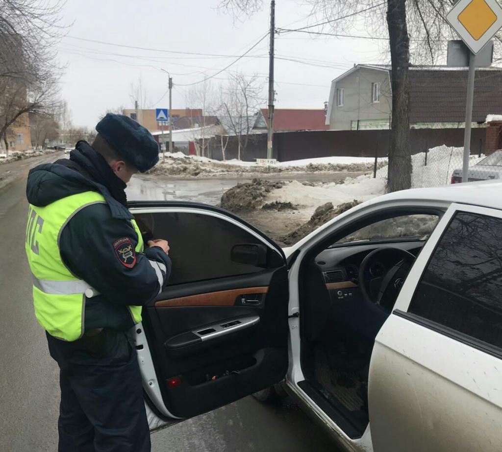 Проверка авто с тонированными стеклами