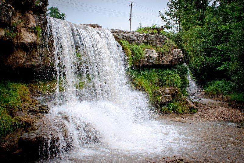 Мощные красивые водопады